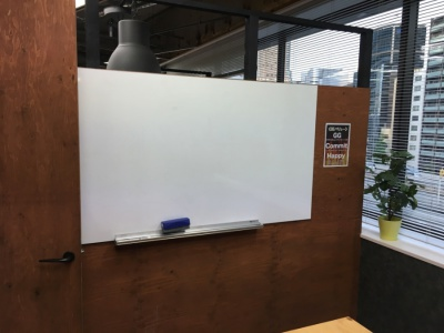 テックブーストの学習室のホワイトボード