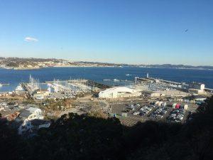 江ノ島から見えるヨットハーバー