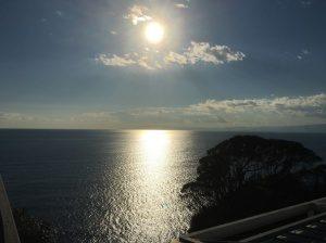 江ノ島から見える太陽と相模湾